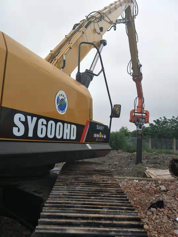 上海三一600巨无霸挖机搭配坤龙K450加强款,打拔18米桩