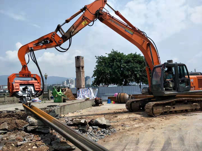 四川广元日立250挖机搭配K250锤头打拔6米钢板桩